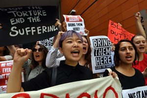 Thumbnail 246840 AUSTRALIA - Refugee advocates shout slogans as they protest | © SAEED KHAN/AFP/Getty Images