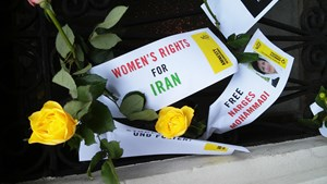 Thumbnail IranBotschaftBlumen1 | © Amnesty-NW Frauenrechte