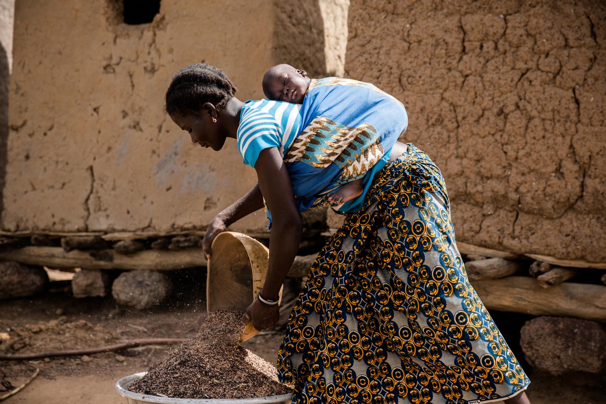 Woman in Burkina Faso | ©  Sophie Garcia | hanslucas.comSophie Garcia www.sophiegarcia.net