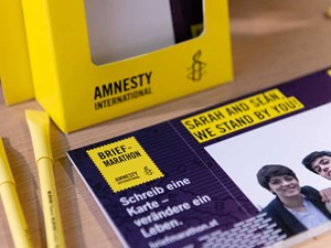 Thumbnail Briefe schreiben beim Giving Tuesday 2019 | © Christoph Liebentritt/Amnesty International