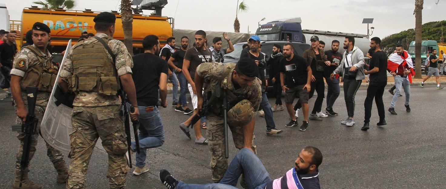 proteste-im-libanon-strassenblockade-armee -AFP-via-Getty-Images 268455 | © AFP via Getty Images