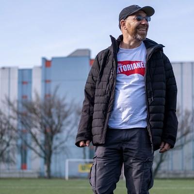 Fußballplatz-FC-Viktoria-Meidling-Roman-Gregory-Obdachlosen-Notschlafstelle-Oestergleich-2