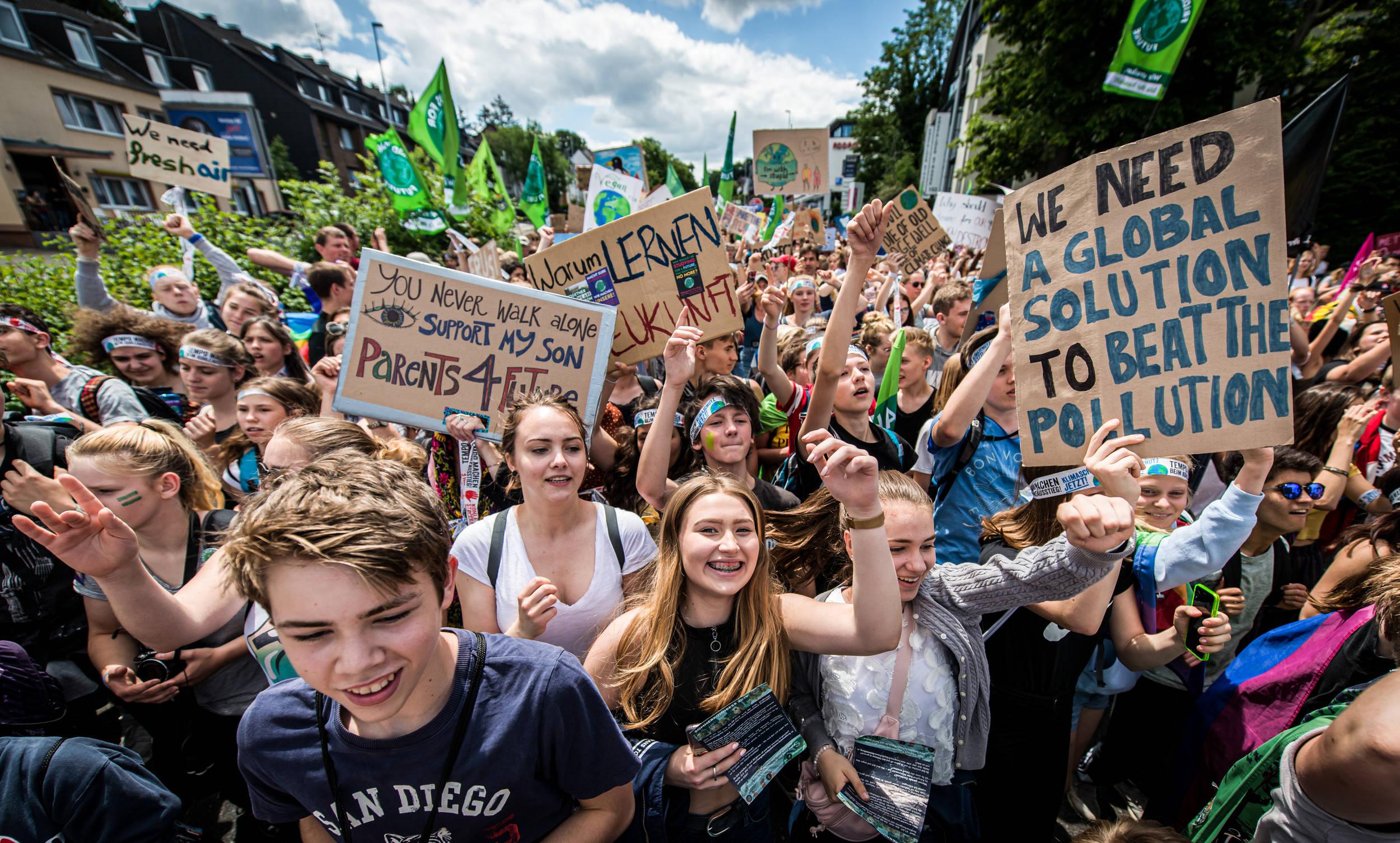 Klimawandel Folgen Fuer Menschen Klimagerechtigkeit Demo 264713 Fridays For Future C Petr Zewlakk Vrabec Greenpeace