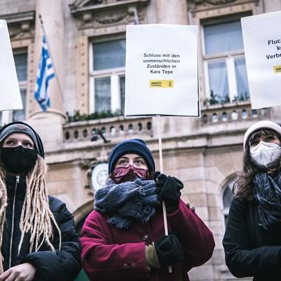 Mahnwache bei der griechischen Botschaft: Lager evakuieren!